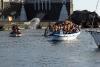 Wasserschlachten von Boot zu Boot vor der Bootsprozession
